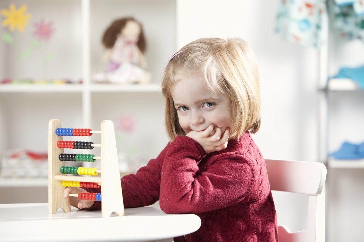 süßes Kinderfoto für Anzeigenwerbung im Bereich Bildung fotografiert von Hanna Witte