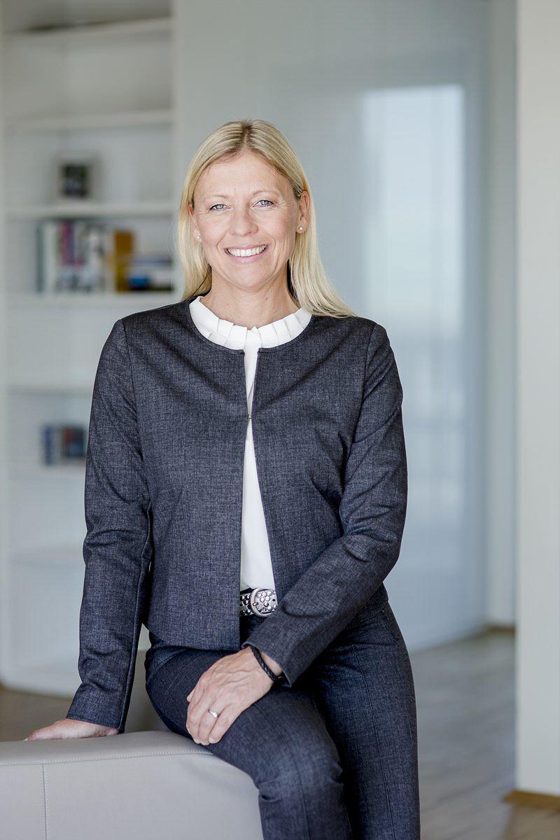sympathisches Portraitfoto einer Unternehmerin