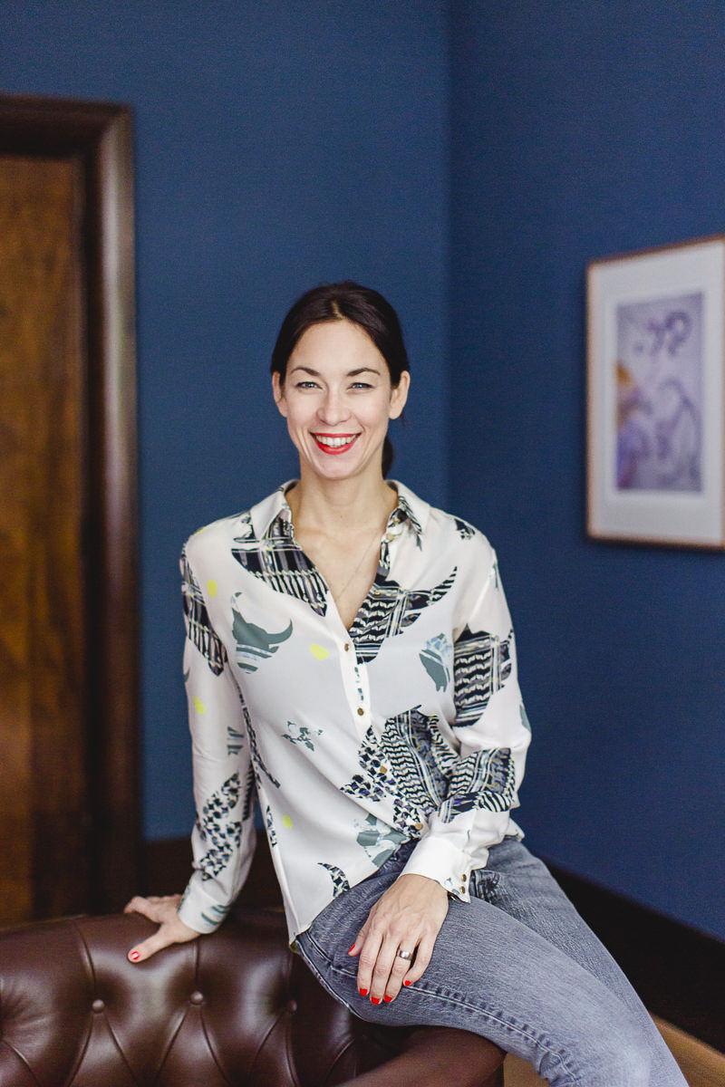 sympathisches Business Portrait einer Agenturinhaberin