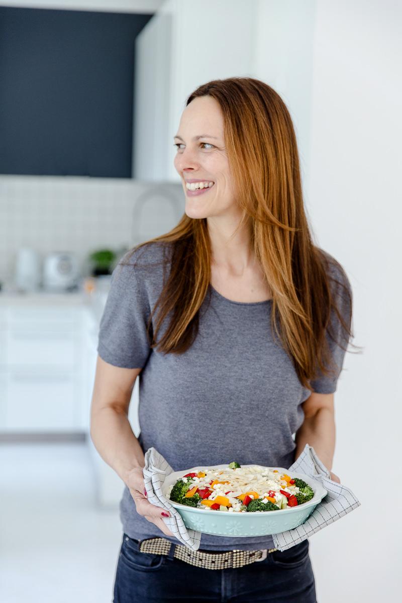 freundliches Portraitfoto einer Foodbloggerin