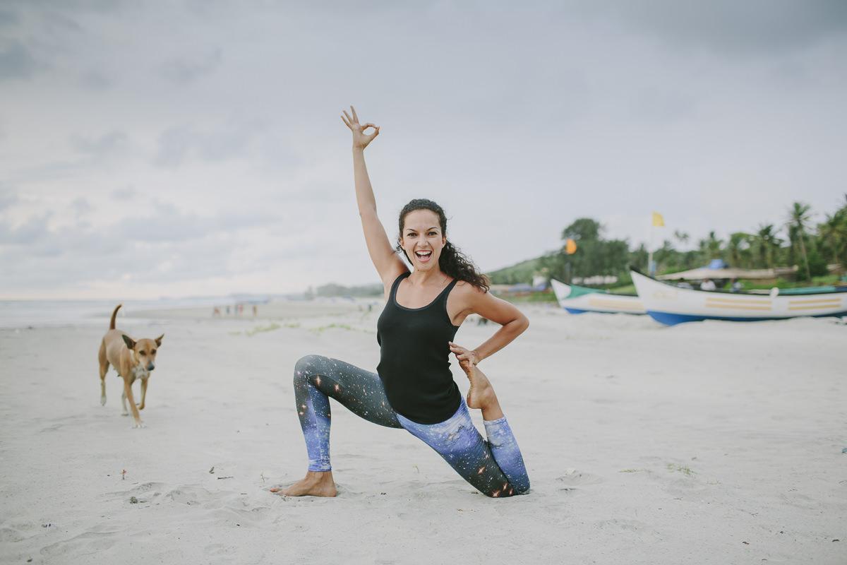 Yoga Foto am Strand von Goa