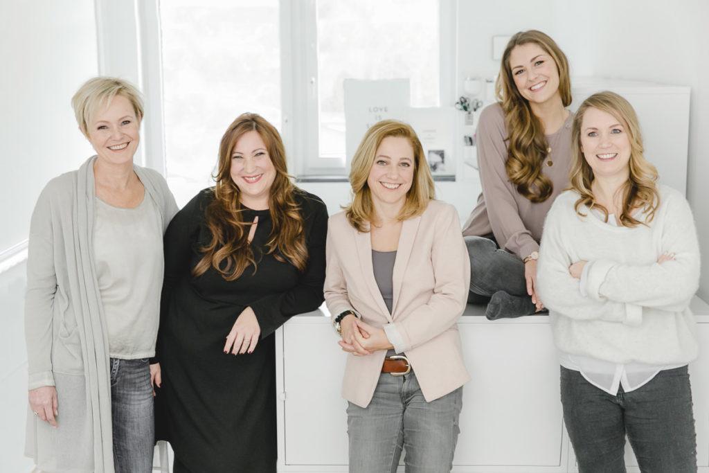 Portraitfoto vom Team der Sagt Ja Agentur für Hochzeitsplanung