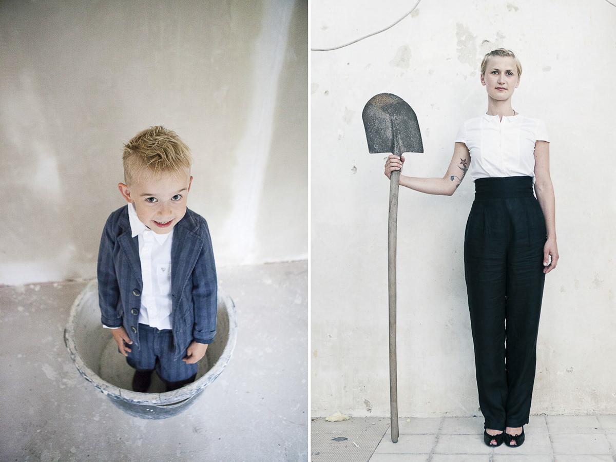 lustige Portraitfotos eines jungen im Eimer und einer Frau mit Schaufel in der Hand