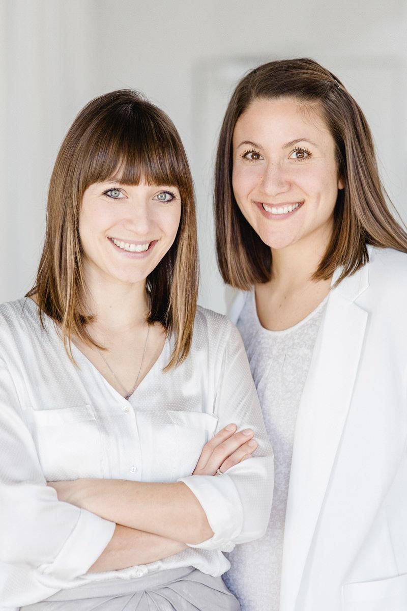 Modernes Business Portrait von 2 jungen Frauen