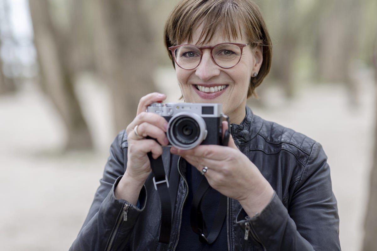 modernes Portraitfoto Werbetexterin | Foto: Hanna Witte