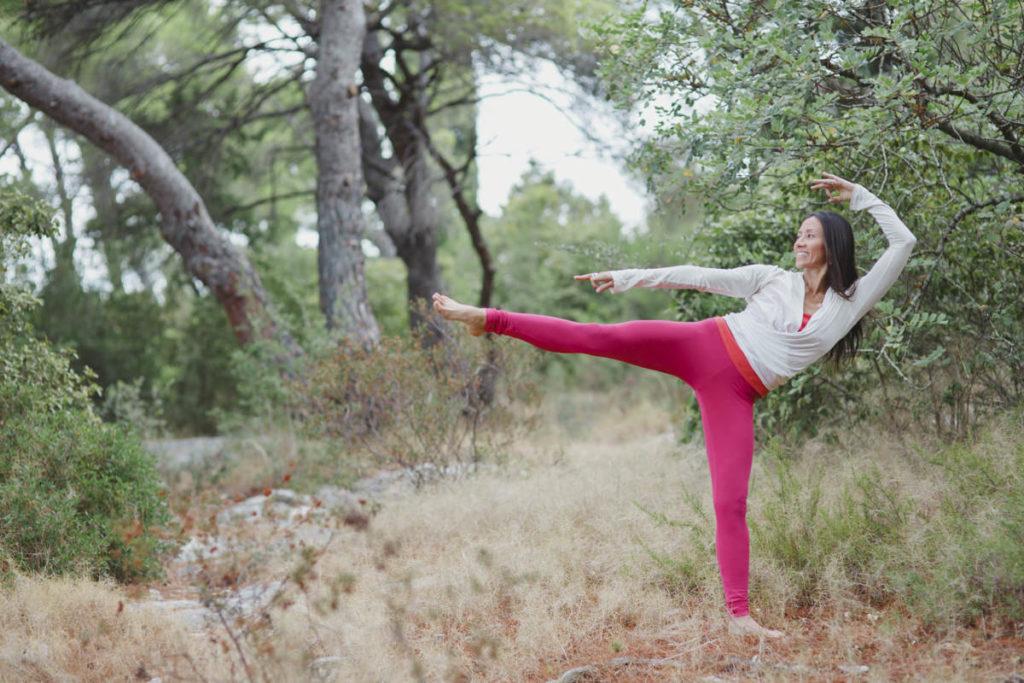 Yoga Portrait von einer Yogalehrerin im Wald | Foto: Hanna Witte