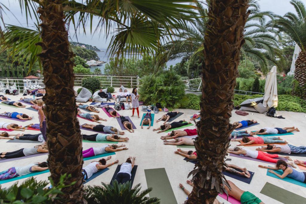 Foto von Teilnehmern eines Yoga Kurses in Kroatien | Foto: Hanna Witte