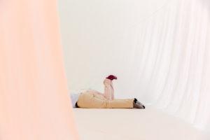 Foto von den Beinen von 2 Menschen, die auf dem Boden liegen | Foto: Hanna Witte