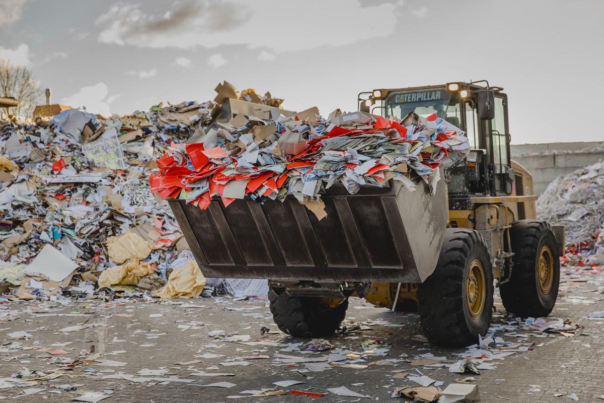 Firmenportrait mit Bagger des Recycling Unternehmens Bartscherer in Berlin