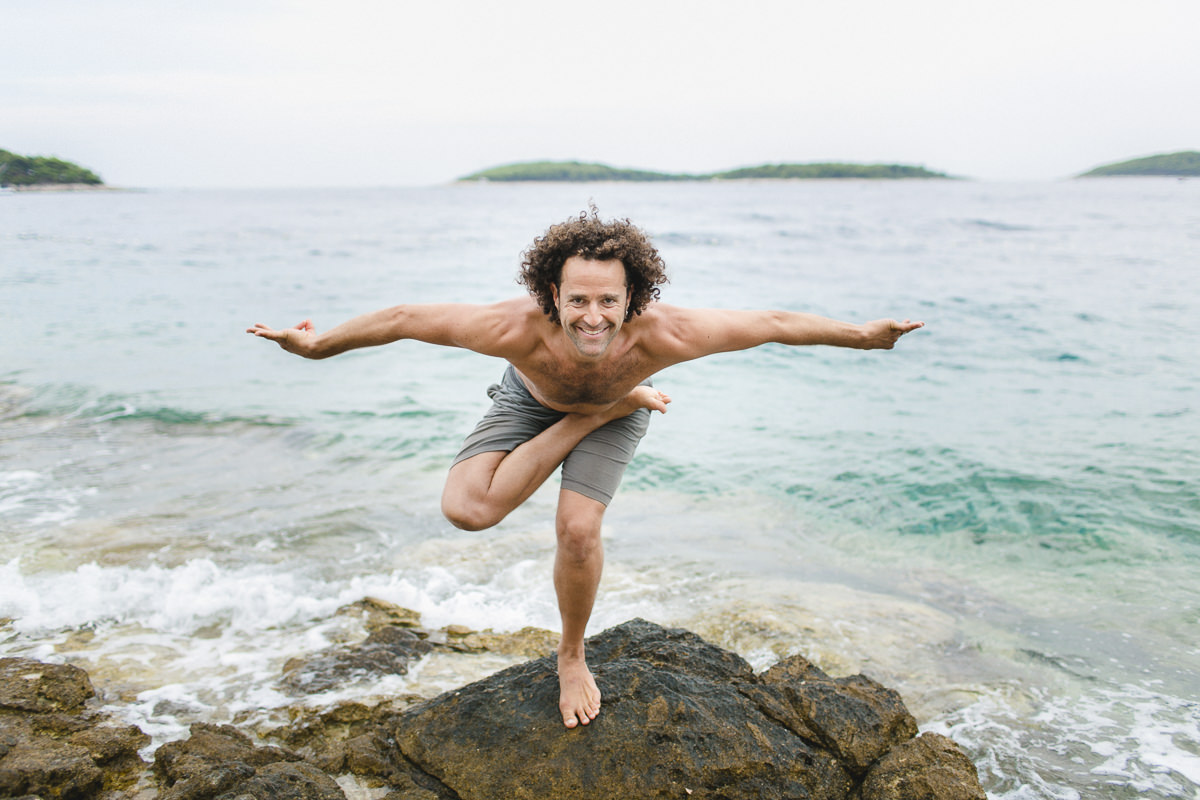 yoga portrait of yoga teacher david lurey by the sea