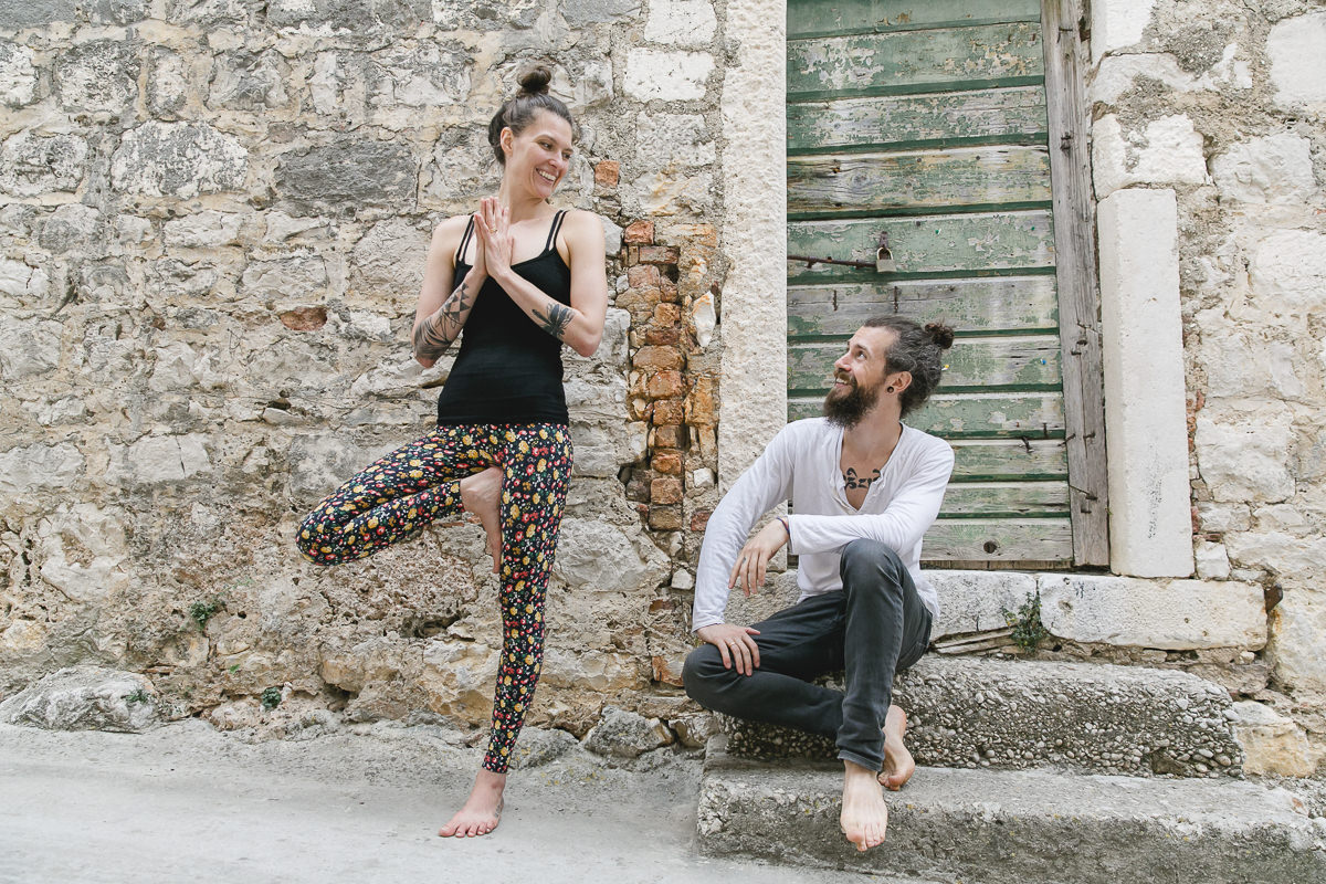 Portrait of yoga teachers Liz Huntly and Roland Jensch