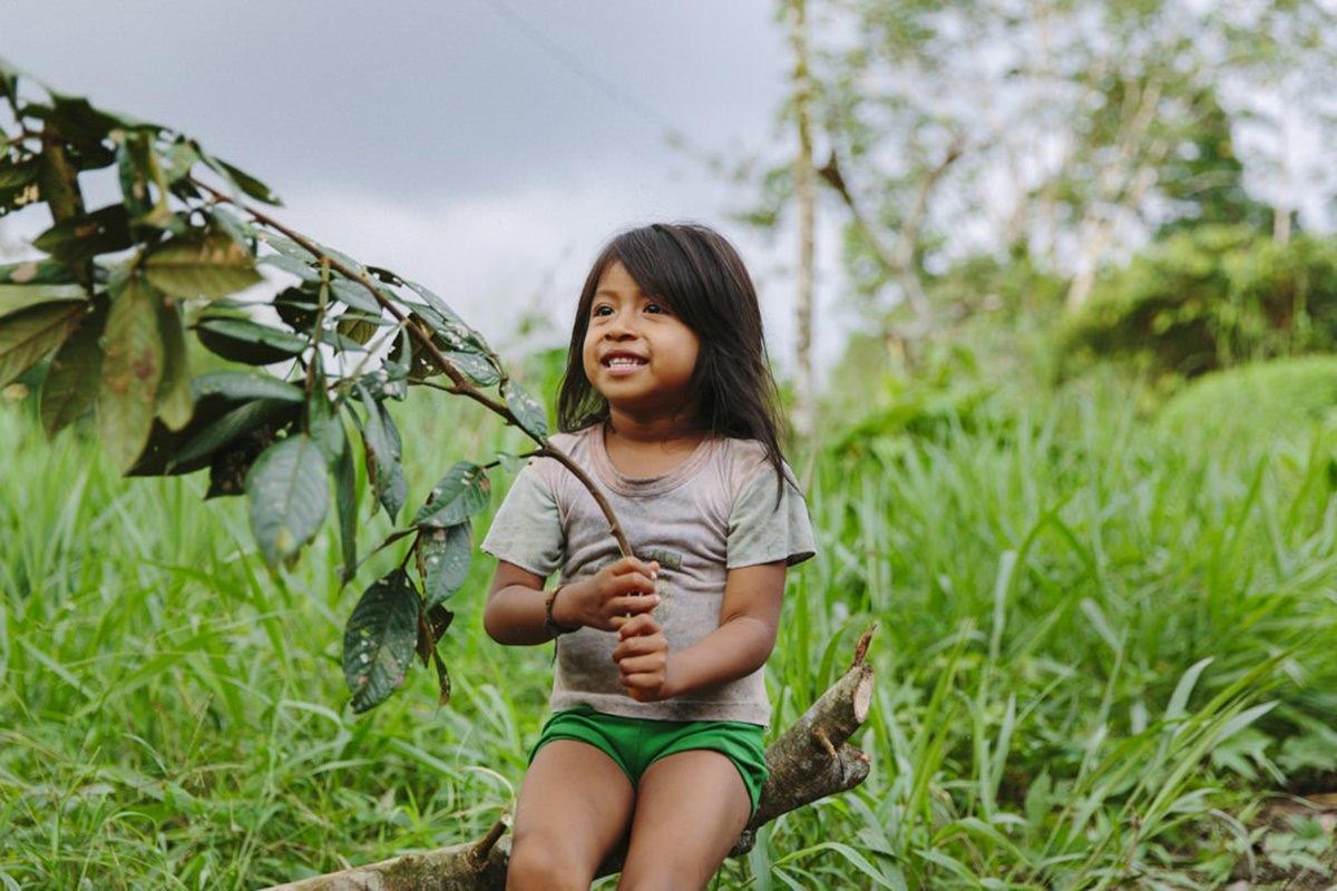 indigenes Mädchen im Regenwald in Ecuador | | Foto von NGO Fotografin Hanna Witte