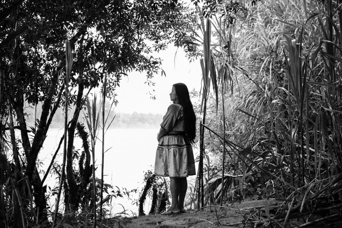 Portrait einer indigenen Frau am Amazonas in Ecuador | Foto von NGO Fotografin Hanna Witte