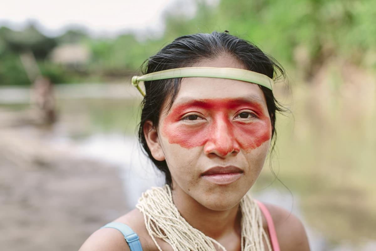 ein indigener Mann mit Gesichtsbemalung | Foto von NGO Fotografin Hanna Witte