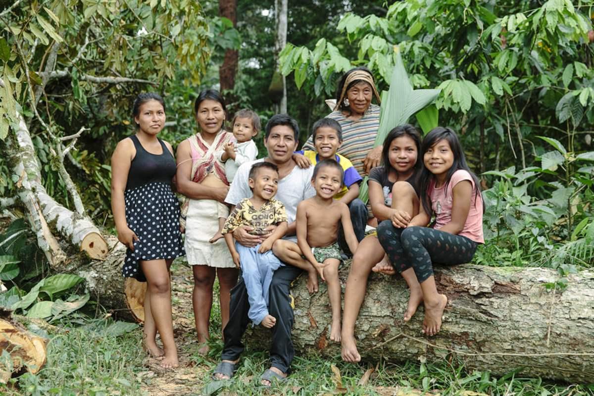 Portrait eines indigenen Volkes im Regenwald in Ecuador | Foto von NGO Fotografin Hanna Witte