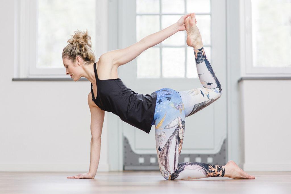 Portraitfoto von Yogalehrerin Alexandra Harfield
