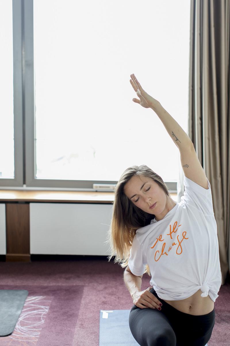 Teilnehmerin einer Yoga Klasse bei der Yoga Conference Germany 2018