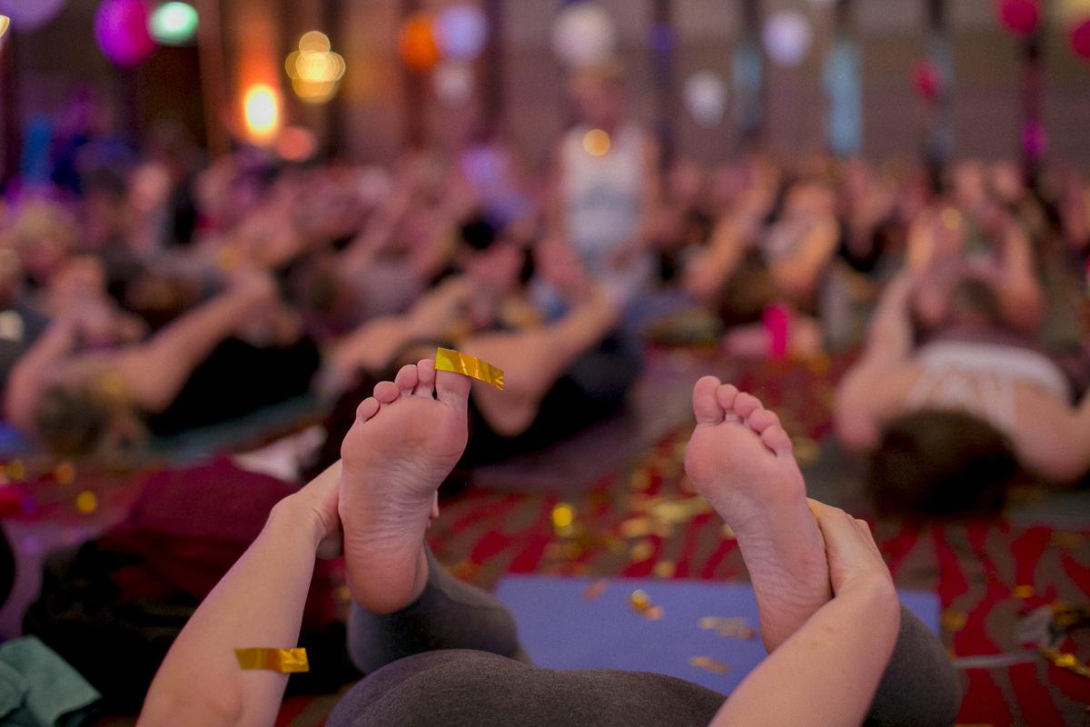 Eindrücke einer Yoga Klasse der Yoga Conference Germany 2018