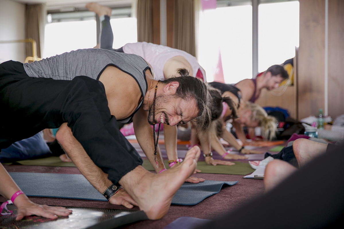 yoga teacher Chris Chavez during his class at the Yoga Conference Germany 2018