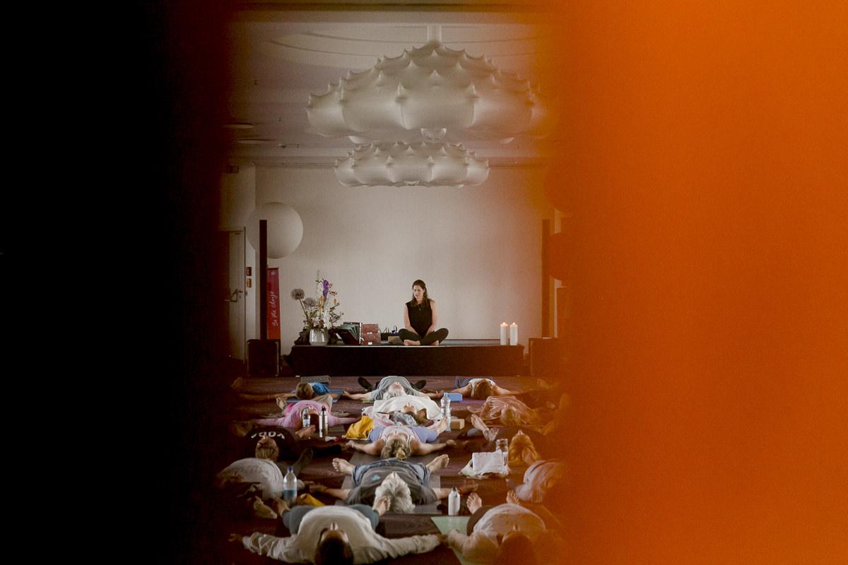 Eindrücke der Yoga Klasse von Christina Lobe bei der Yoga Conference Germany 2018