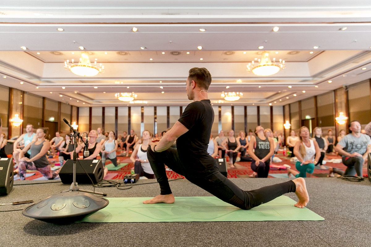 Dylan Werner during his yoga workshop at the Yoga Conference Germany 2018