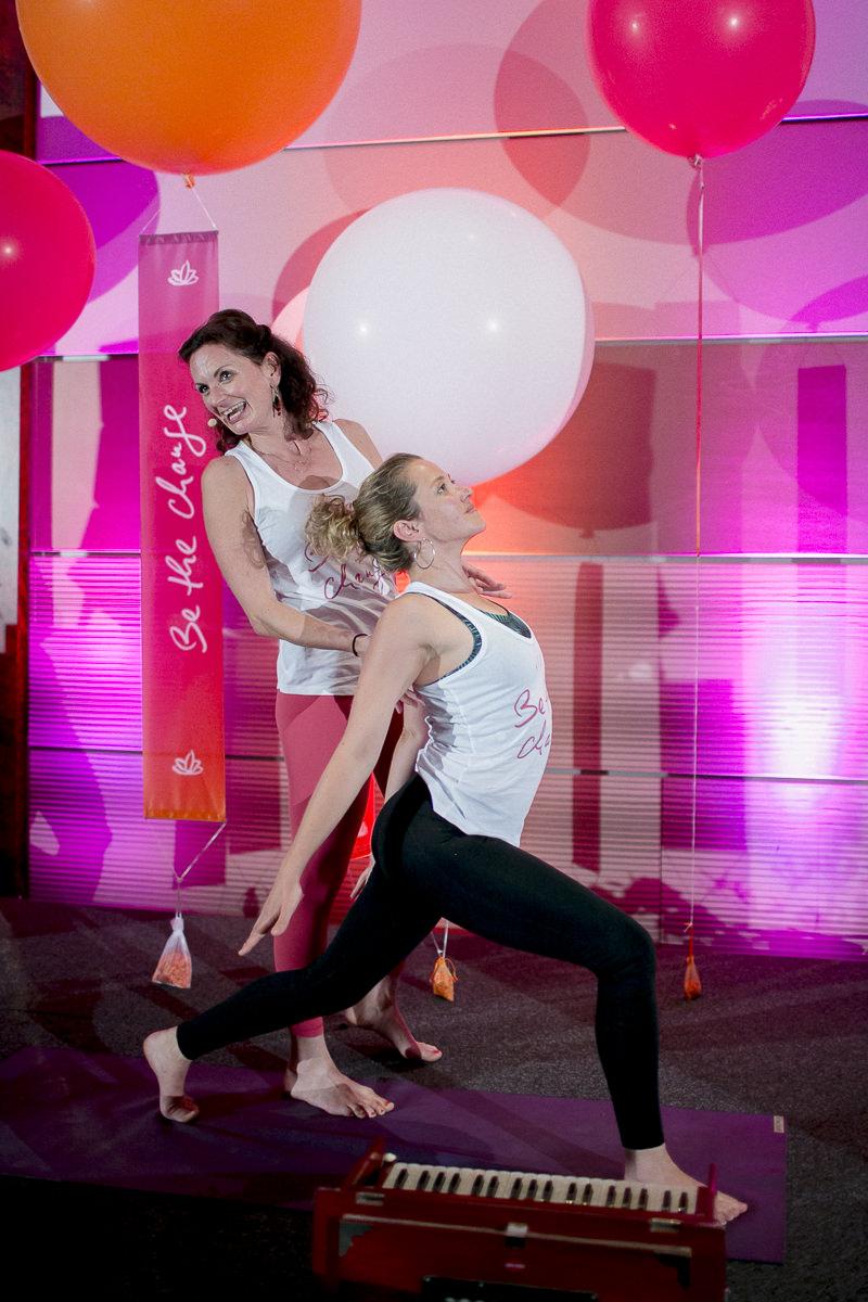 Yoga Klasse von Nicole Bongartz bei der Yoga Conference Germany 2018