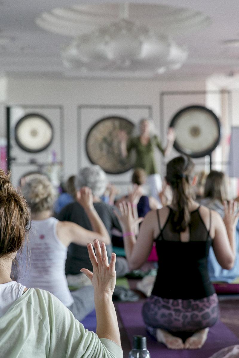 Eindrücke des Gong Klangbads von Kay Karl während der Yoga Conference Germany 2018