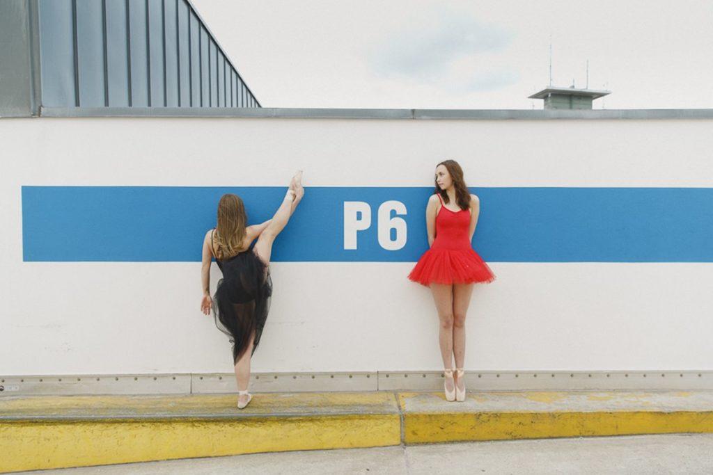 Foto von zwei Tänzerinnen auf einem Parkdach | Foto: Hanna Witte