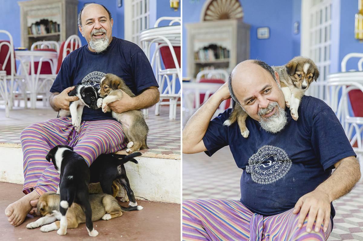 Foto eines Mannes mit Hundewelpen | Foto: Hanna Witte