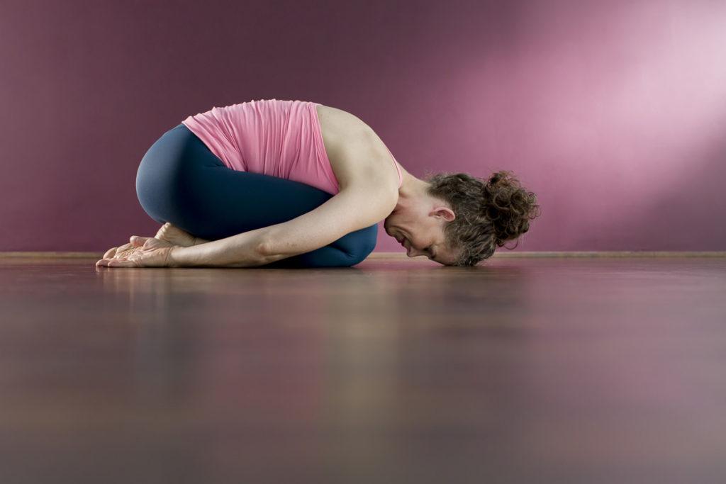 eine Yoga Lehrerin der Kölner Yoga Schule Ginger Up bei einem Asana | Foto: Hanna Witte