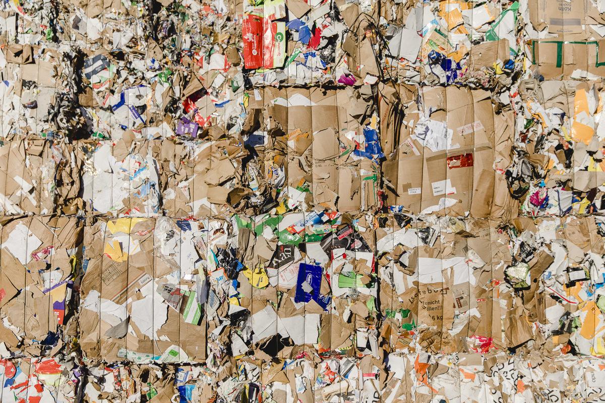 Müllberg auf dem Gelände von der Bartscherer & Co Recycling GmbH | Foto: Hanna Witte