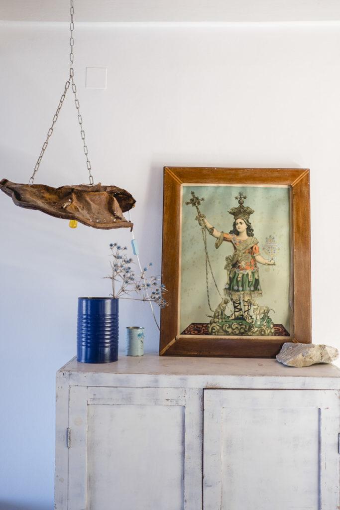 Foto eines griechischen Heiligen-Bildes auf einem Schrank | Foto: Hanna Witte