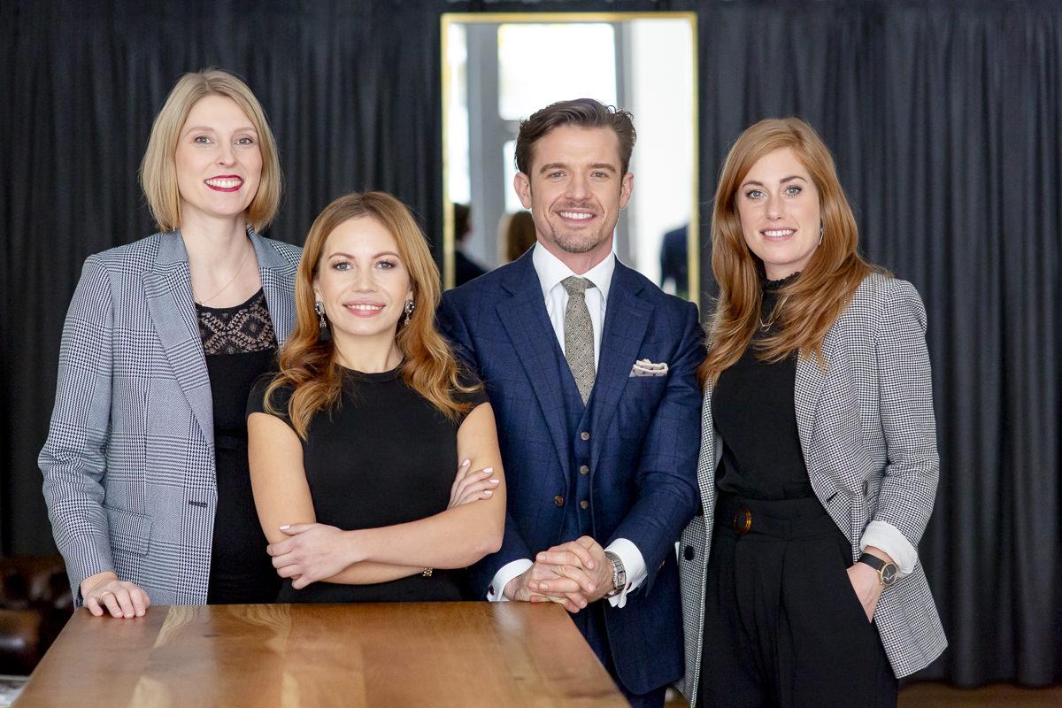 modernes Unternehmensfoto des The Bloke Teams aus Köln | fotografiert von Hanna Witte