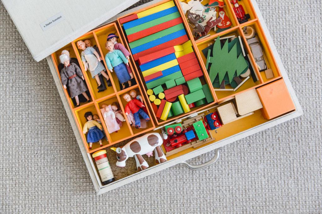 Imagefoto eines Spielzeugkastens einer Psychotherapeutin