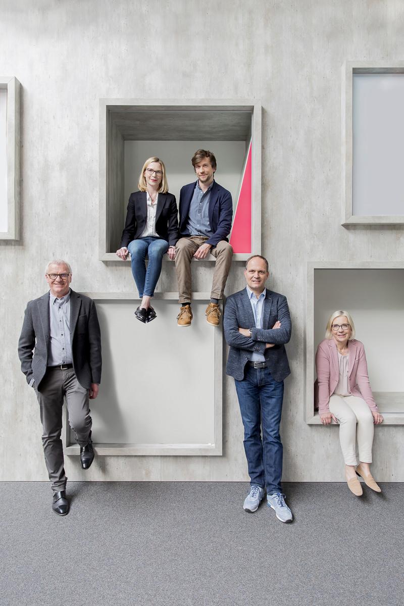authentisches Business Portrait von Mitarbeitern einer Agentur