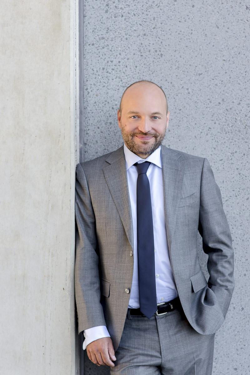 sympathisches Business Portrait von einem Rechtsanwalt aus Düsseldorf