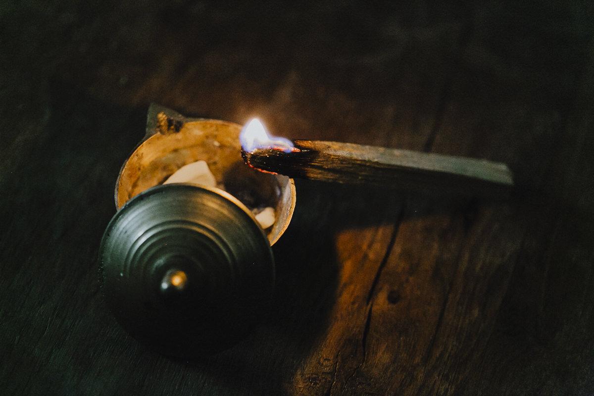 Foto von einem brennenden Rauchstäbchen