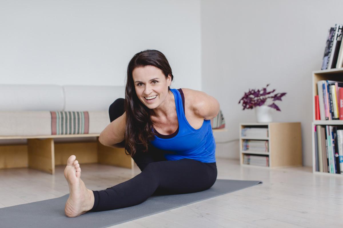 Yogafoto einer Yoga Lehrerin bei einem Yoga Asana