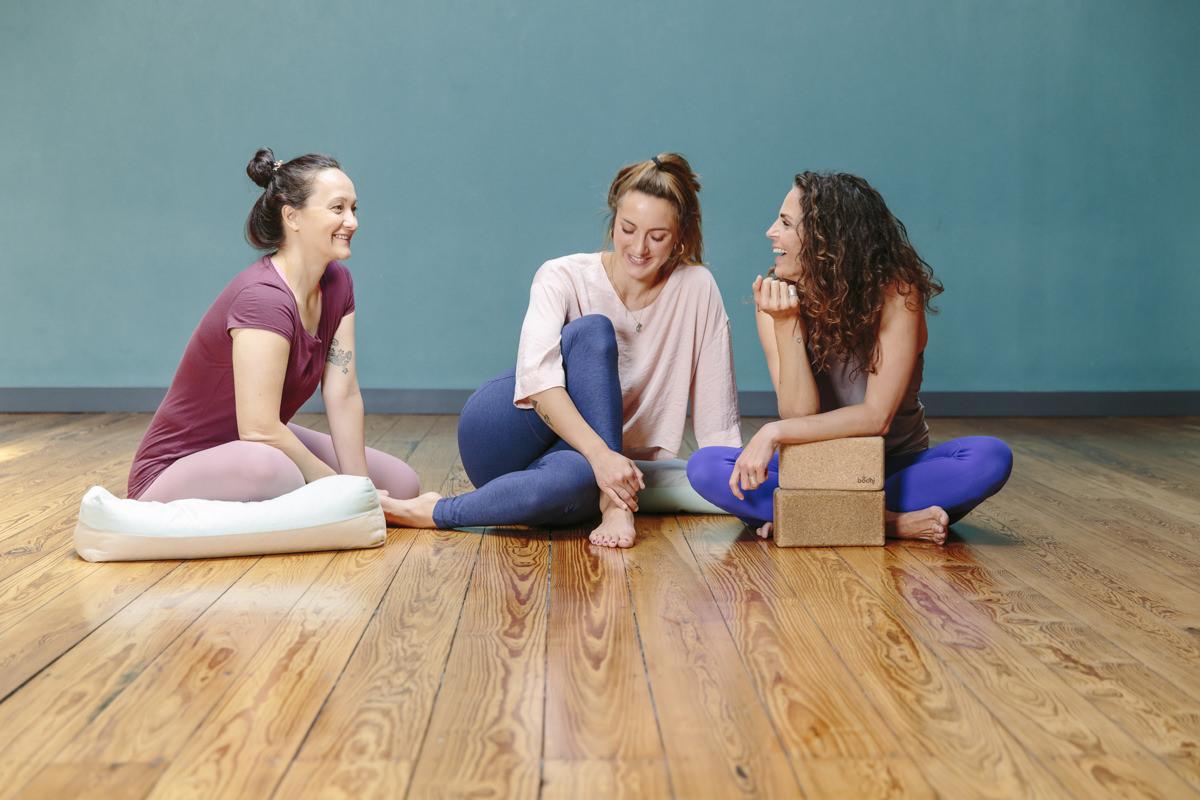 Portraitfoto von Yogalehrerinnen des Yoga Studios Lord Vishnus Couch in Köln