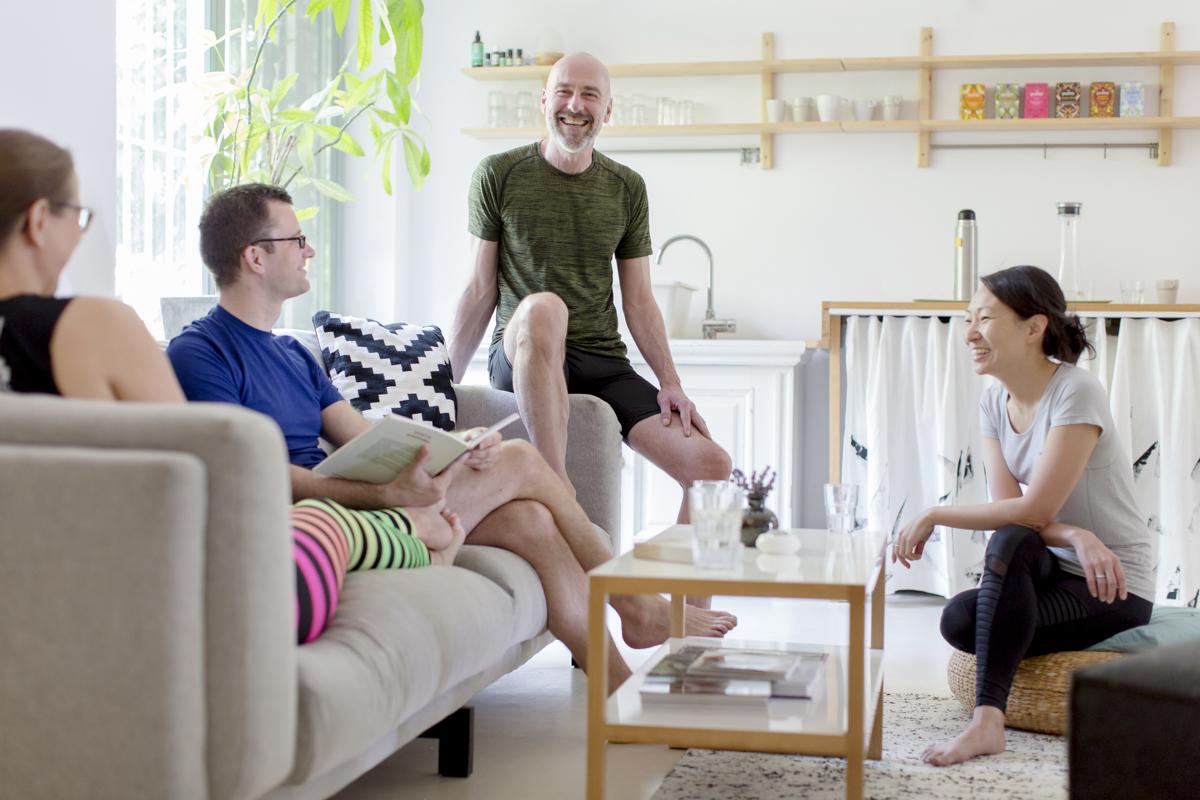 Gruppenfoto der Yoga Lehrer des Yogastudios Shivas Loft in Düsseldorf