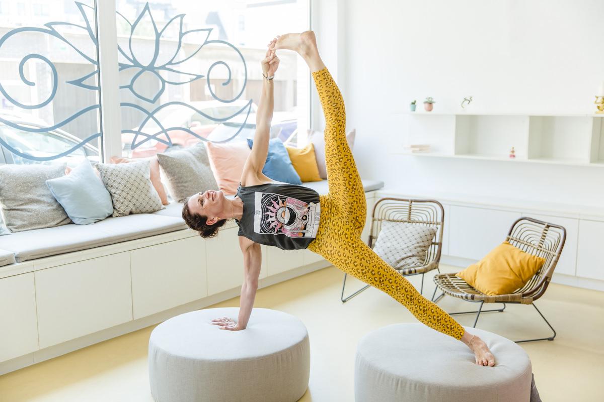 Yogafoto von Yogalehrerin Nicole Bongartz von Lord Vishnus Couch