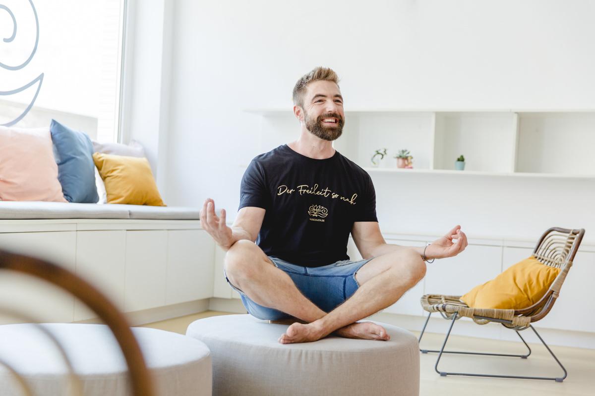 Yogafotografie von einem Yogalehrer des Kölner Yogastudios Lord Vishnus Couch