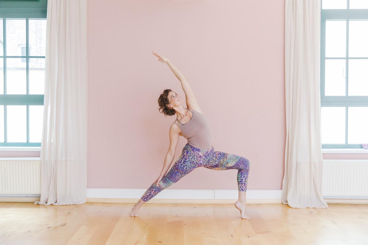 Yogaportrait einer Yogalehrerin des Yoastudios Lord Vishnus Couch