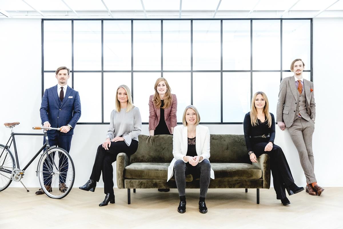 authentisches Business Portrait der Mitarbeiter einer Maßschneiderei