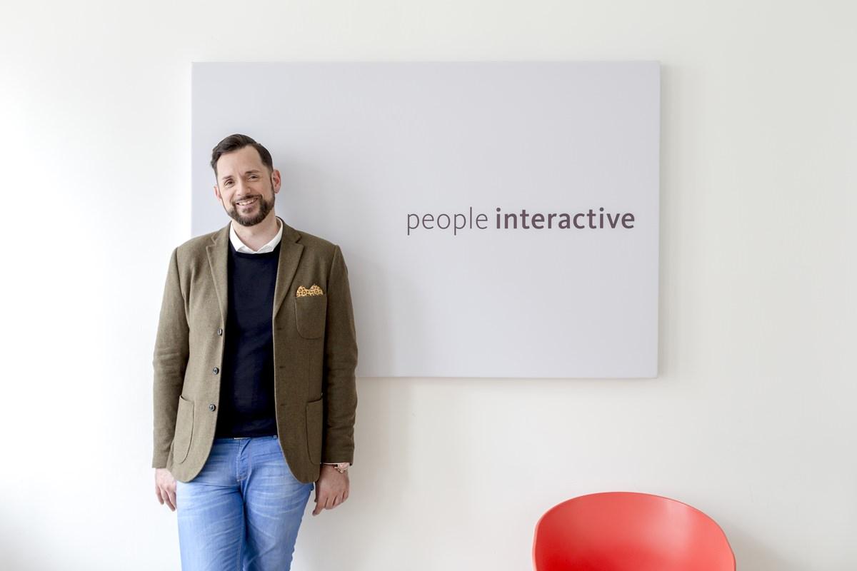 modernes Business Portrait eines Agentur Mitarbeiters