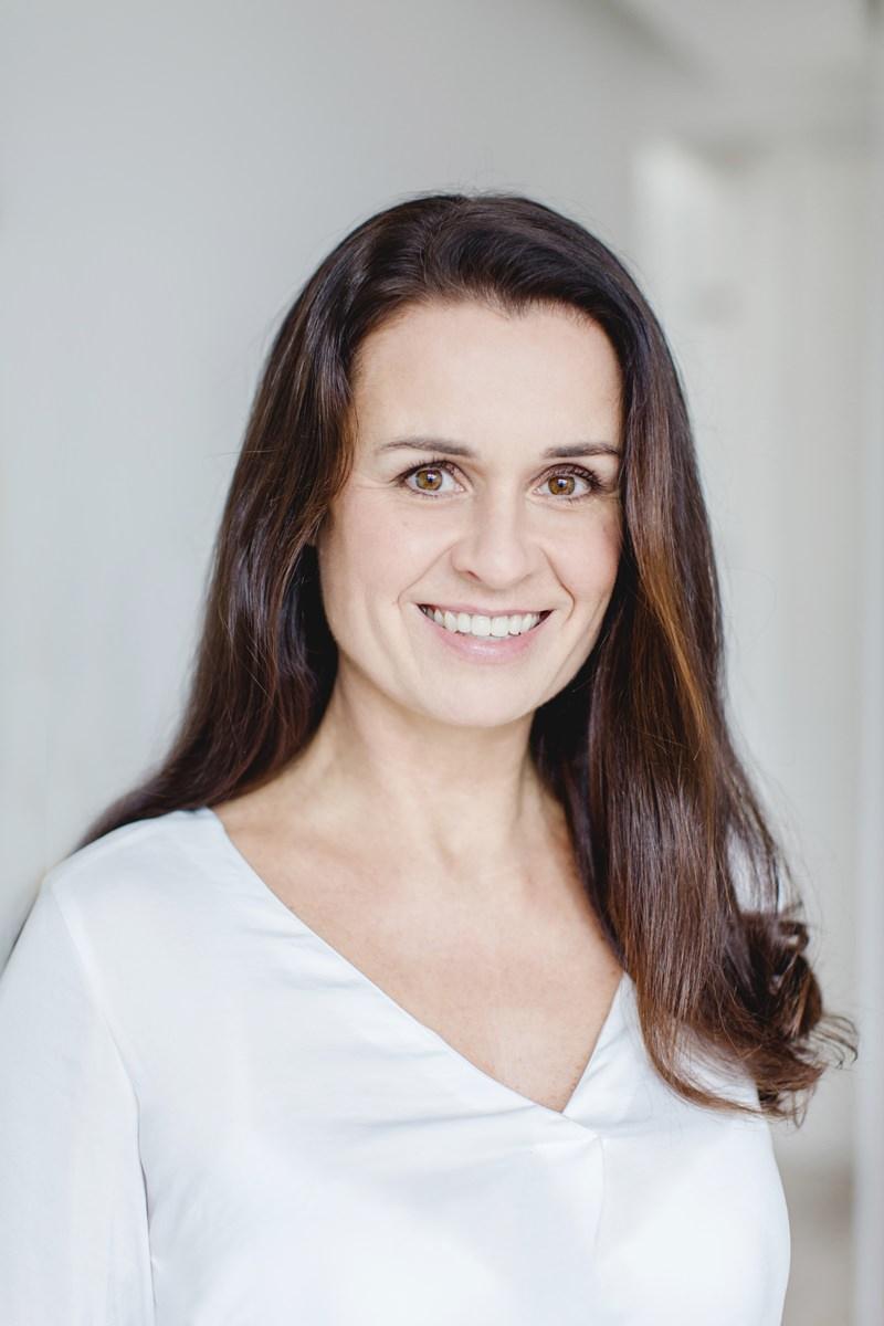 professionelles Businessportrait eines weiblichen Gesundheitscoaches