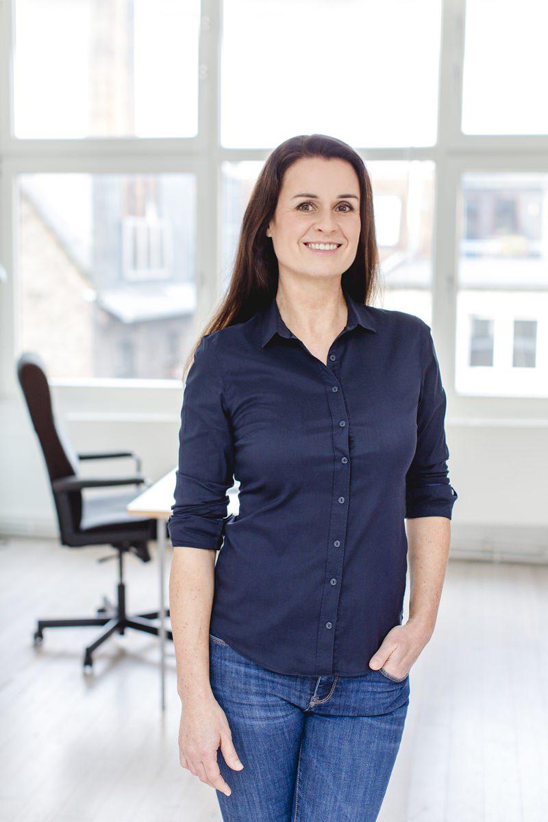 professionelles Businessportrait eines weiblichen Gesundheitscoaches fotografiert von Hanna Witte