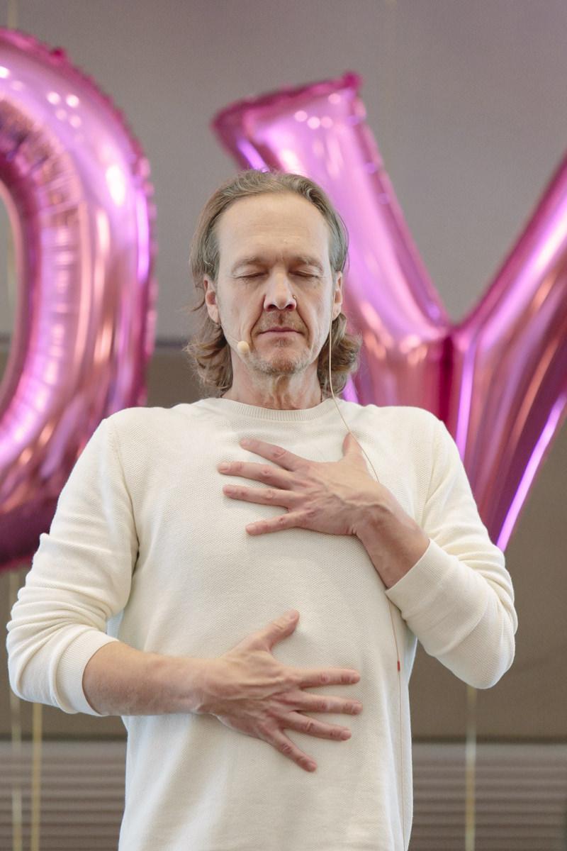 Yoga Lehrer Patrick Broome auf der Yoga Conference Germany 2019 in Köln