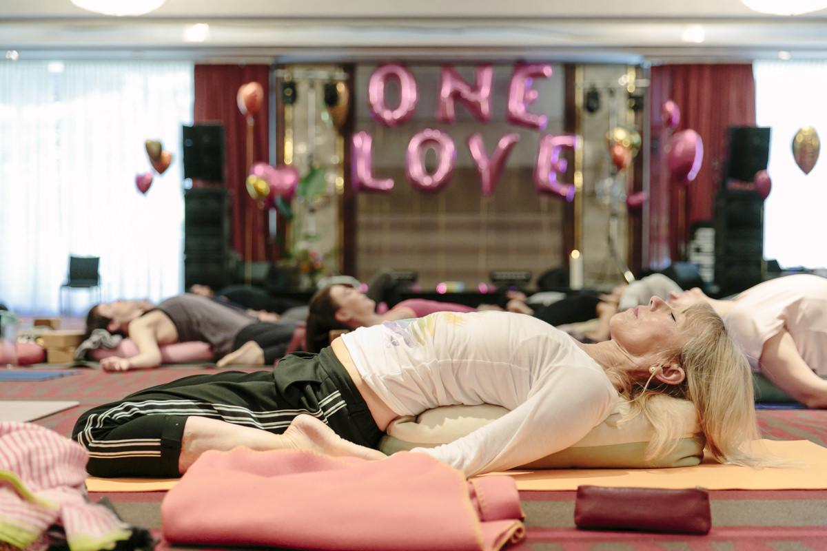 Teilnehmer bei einem Workshop auf der Yoga Conference Germany 2019