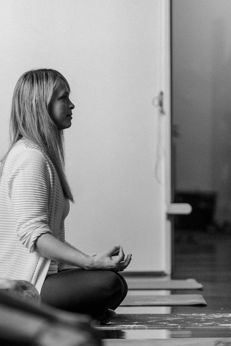 Teilnehmerin der Yoga Conference Germany 2019 in einer Yoga Pose